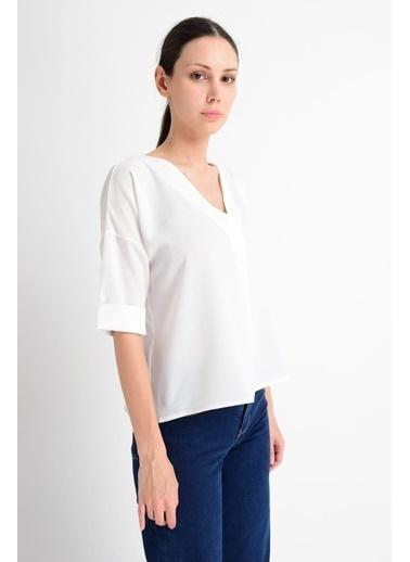 Cottonmood 9182879 Kobe Yaka Bindirmeli Capri Kol Bluz Siyah Ekru